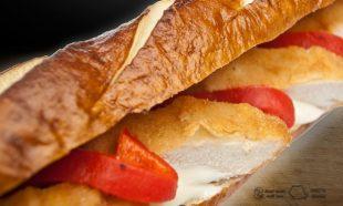 Sandwich cu Snitel Vienez Remulade