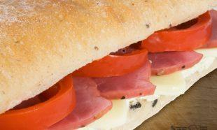 Sandwich-Ciabatta-cu-Pastrama-de-Vita