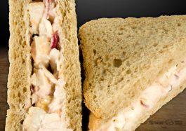 Sandwich-Triunghi-cu-pui-si-salata-de-cruditati