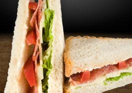 Sandwich-Triunghi-cu-salam-de-sibiu-si-cascavali
