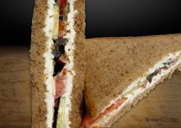Sandwich-Vegetarian-Triunghi-Greek-Delight