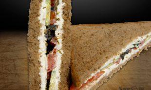 Sandwich-Vegetarian-Triunghi-Greek-Delight