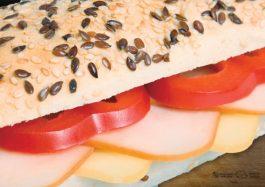 Sandwich-cu-Curcan-si-Cascaval-Afumat