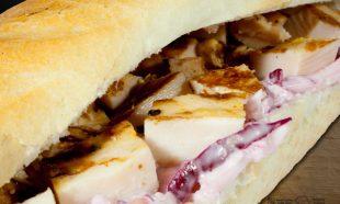 Sandwich-cu-Pui-si-salata-de-cruditati