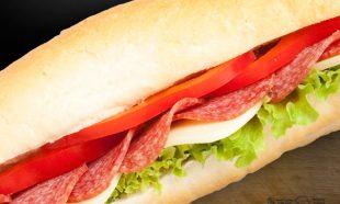 Sandwich-cu-Salam-de-Sibiu-si-Cascaval
