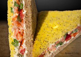 Sandwich-triunghi-cu-Somon-Afumat-si-capere